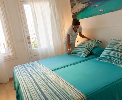 HABITACIÓN DOBLE VISTAS CALLE Y MONTAÑA Hotel Capri